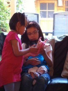 2011-07-15 Chloe met hulp van nichtjes