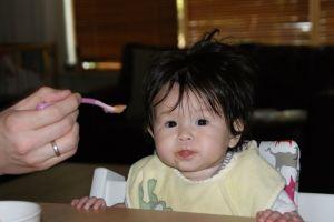 2011-09-25 Chloe eet een hapje7