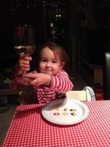 2013-12-25 Chloe drinkt uit een wijngslas5
