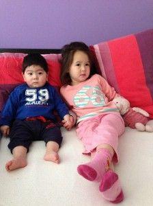 2014-04-11 Kids romantisch samen op bed1