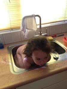 2014-06-07 Chloe baddert in de keuken4
