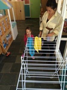 2014-08-13 Chloe helpt Annet op Casa1