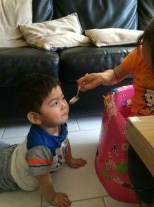 2014-08-14 Kids eten macaroni4