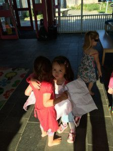 2014-09-03 Chloe wil Elize gedag zeggen, maar krijgt haar niet te pakken