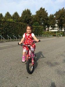 2014-09-28 Chloe leert fietsen2