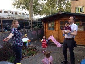 2014-09-28 Kids spelen met Josephine in de tuin1