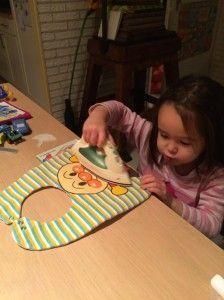 2014-10-05 Chloe strijkt de slab van haar boertje1