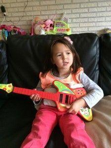 2014-10-19 Chloe zingt voor jarige Marrit3