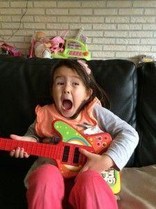2014-10-19 Chloe zingt voor jarige Marrit4