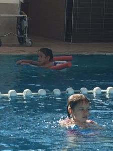 2015-08-22 Chloe en haar eerste zwemles18