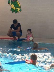 2015-08-22 Chloe en haar eerste zwemles3