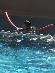 2015-08-22 Chloe en haar eerste zwemles8