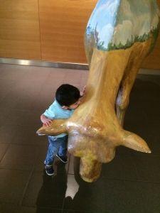 2015-08-29 Sylvan aait en kust koe op Schiphol7