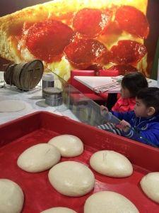 2016-01-09 Kids and pizza-time4