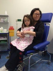 2016-03-11 Kids samen bloed prikken voor Chloe16
