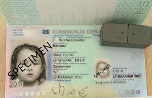 2016-03-30 Chloe tekent eigen paspoort1