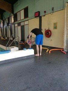 2106-03-19 Chloe zwemt zoner kurkjes1