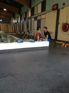 2106-03-19 Chloe zwemt zoner kurkjes5