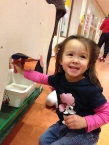 2013-11-05 Chloe geniet van beestenboel op de creche02