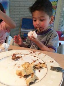 2016-07-06 Kids eten pannenkoeken3