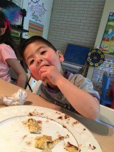 2016-07-06 Kids eten pannenkoeken8