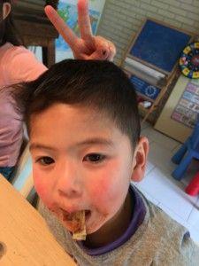 2016-07-06 Kids eten pannenkoeken9