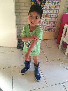 2016-08-08 Sylvain is blij met zijn laarzen1