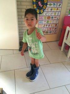 2016-08-08 Sylvain is blij met zijn laarzen2