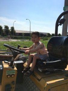 2016-08-27 Sylvain rijdt op wiellader6