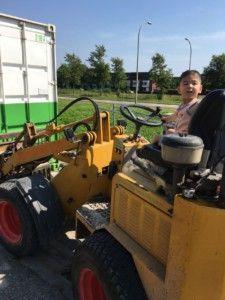 2016-08-27 Sylvain rijdt op wiellader9